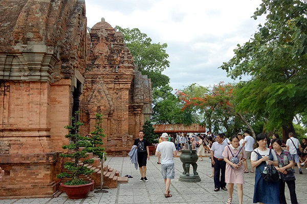 Stop welcoming tourists to visit the relics of Thap Ba Ponagar Tower, Hon Chong and Am Chua from March 19th